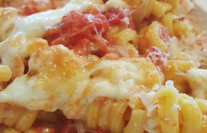 Pasta met pomodori insalata & mozzarella